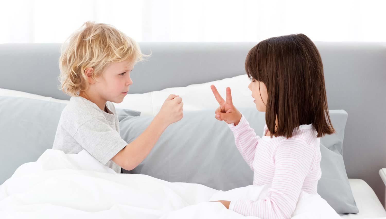 Брат дрочит на спящую сестру и трахает её в анал смотреть ...